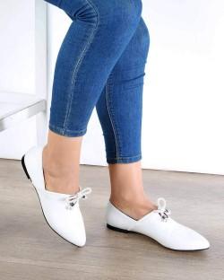 Lucio Beyaz Kırışık Cilt Bağcık Detay Tasarım Kadın Babet