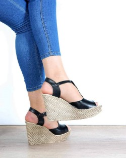 Nenna Siyah Cilt Dolgu Topuk Kadın Sandalet