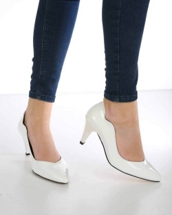 Moreno Beyaz Rugan Kısa Topuk Kadın Stiletto