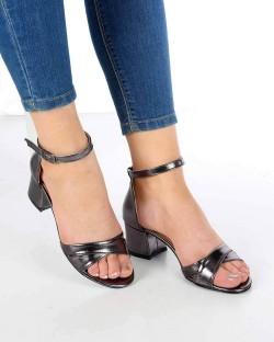 Perlita Platin Cilt Çapraz Kemer Topuklu Kadın Ayakkabı