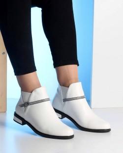 Beyaz Cilt Taşlı Kemer Tokalı Kadın Bot
