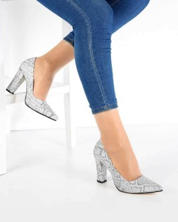 Beyaz Cilt Topuklu Yılan Desenli Kadın Ayakkabı