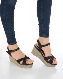 Caterina Siyah Cilt Bilek Bağlı Dolgu Topuk Kadın Sandalet