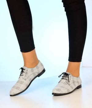 Beyaz Ekose Bağcıklı Klasik Kadın Ayakkabı