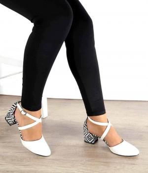 Beyaz Çapraz Bilek Bağlı Topuk Motifli Kadın Ayakkabı