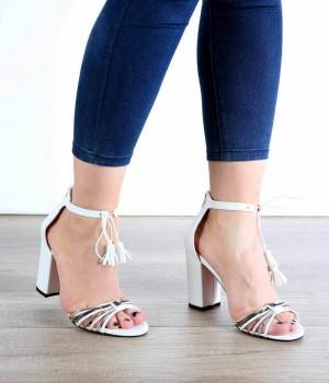Beyaz Cilt Kelebek Kemer Püsküllü Bilek Bağlı Kadın Ayakkabı
