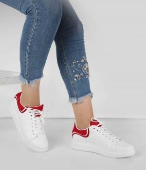 Beyaz Cilt Kırmızı Desen Bağcıklı Kadın Spor Ayakkabı