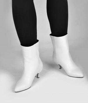 Beyaz Cilt Klasik Kesim Fındık Topuk Bayan Bot
