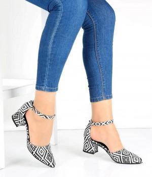 Beyaz Kilim Desenli Bilek Bağlı Kalın Topuk Kadın Ayakkabı