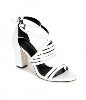 Beyaz Rugan Çapraz Bilek Bağlı Kadın Ayakkabı
