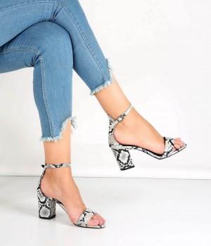 Beyaz Yılan Desen Bilek Bağlı Topuklu Kadın Ayakkabı