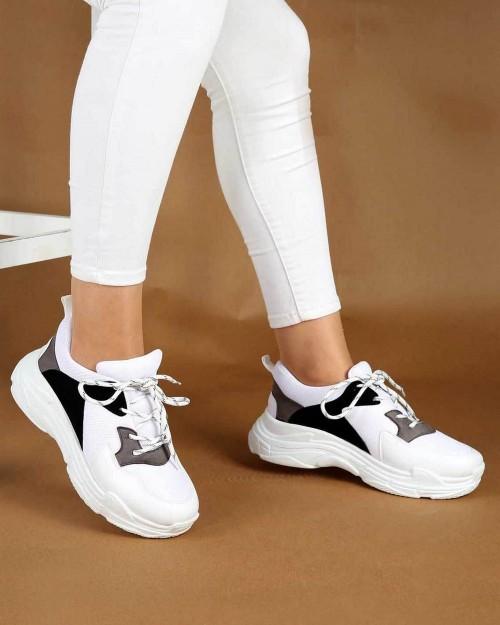 Beyaz Renk Gri Siyah Desenli Kadın Spor Ayakkabı