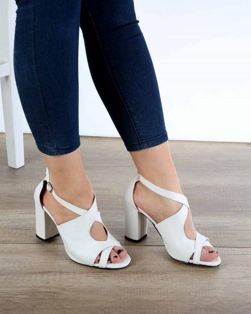 Beyaz Cilt Çapraz Kemer Topuklu Kadın Ayakkabı